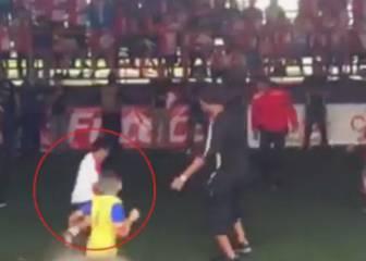 El niño que 'humilla' a Ronaldinho y luego pasa de él