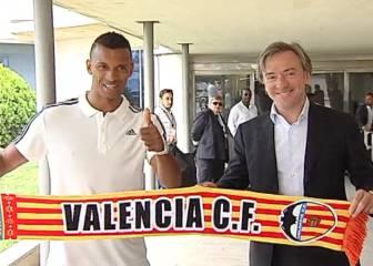 Nani ya está en Valencia y posa con bufanda che
