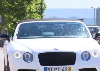 Coentrao presume de Bentley en su regreso a Valdebebas
