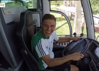 ¡Qué risa! Joaquín se hace pasar por conductor del Betis