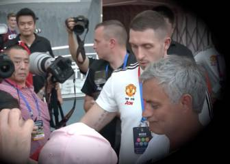 Mourinho se niega a firmar una camiseta del Chelsea