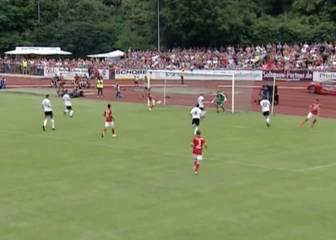 Ribery en la línea de gol y sin portero... ¡Y no la mete!