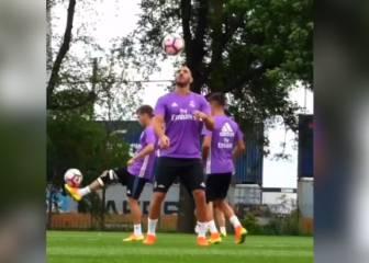 El hombro prodigio de Benzema: ¡qué maravilla!