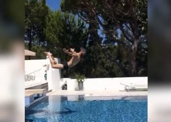 Ramos en la piscina: hace el Cristo y se pega un planchazo