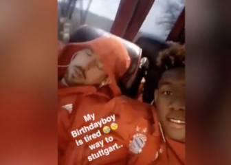 Alaba se mofa de Ribery por dormirse en el bus