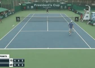 El tenista que se volvió loco: ¡La raqueta por los aires!