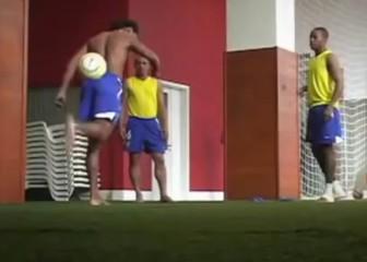 El día que Ronaldinho, Robinho y R. Carlos montaron un sambódromo descalzos