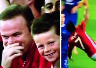 Rooney y su hijo no pararon de reír tras el fallo de Depay