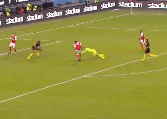 Guardiola tiene un lío serio en la defensa: ¡menudo coladero!