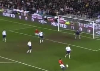 El derechazo de Iniesta que hizo temblar a Old Trafford