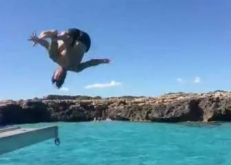 ¡Vaya salto con trampolín de 'Tiburón' Puyol en Menorca!