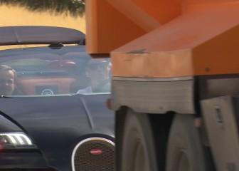 Un camión de cemento impide a Cristiano lucir su Bugatti