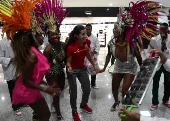 ¡Qué arte tiene Carolina Marín! ¡Cómo se lanza con la samba!