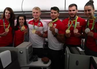 La alegría de los atletas españoles al volver a España