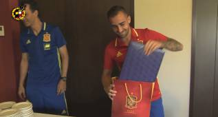 ¿Qué le regalaron a Paco Alcácer por su 23 cumpleaños?