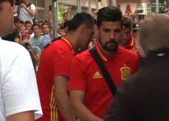 León recibe en masa a la Selección y aplaude a Piqué