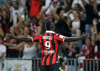 Balotelli marca su primer gol con gesto y 'miradita' al mundo