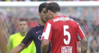 No ha tardado ni 3 días: Suárez la vuelve a liar con otra patada