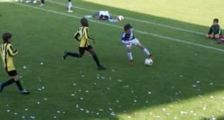Es de otro mundo lo de este chico: tiene un aire a Messi