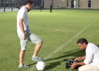 Xavi quiere entrenar... pero está para jugar: ¡Qué exhibición!
