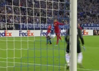 El gol en propia más 'chorra': ¡La metió con sus partes!