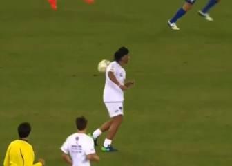 Ronaldinho sigue en forma: ¡Espaldinha por la paz!