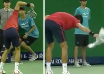 Djokovic destrozó la raqueta y acabó barriendo los restos