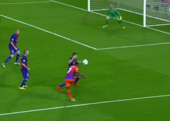 Polémica: penalti claro no señalado por mano de Digne