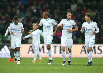 El ex sevillista Konoplyanka deja lider de grupo al Schalke