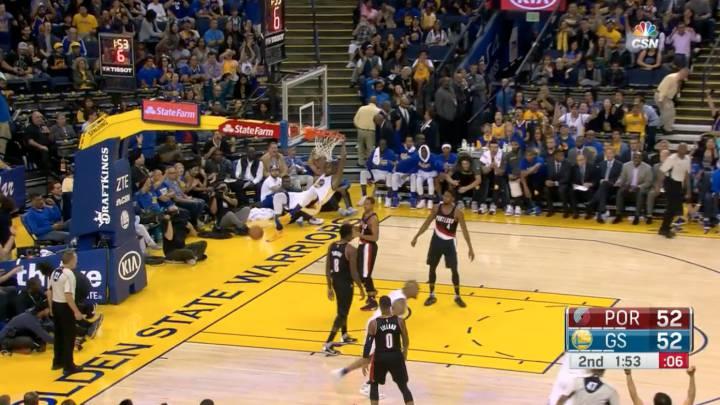 Mate Kevin Durant: ¡Esto es volar y colgarse del aro!