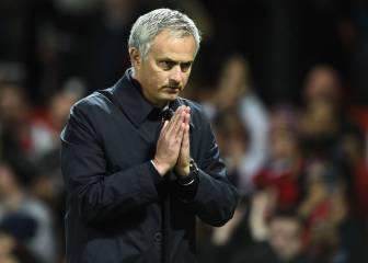 El gesto de Mourinho pidiendo perdón a la afición del United