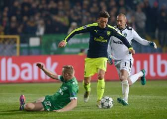 Salvajada de gol de Özil para la historia: rompió tres caderas