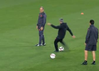 Mourinho has a go at crossbar challenge - and fails miserably
