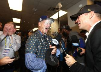 Bill Murray bathes in champagne to celebrate Cubs World Series win
