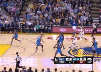 Pase por la espalda de Curry y triplazo de Durant... ¡De locos!