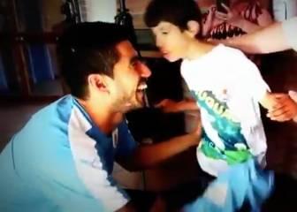 Te sacará una sonrisa: genial gesto de Suárez con este niño