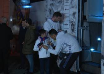 El emotivo gesto de Keylor con un niño a la salida del Calderón