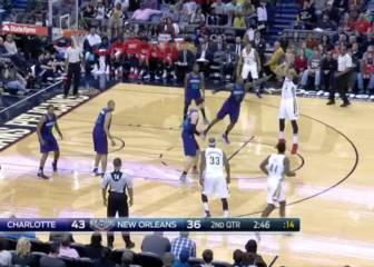 Holiday marca el ritmo de la victoria de los Pelicans