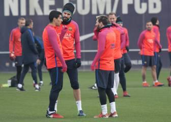 Piqué se entrena con el grupo e Iniesta trabaja para el Clásico