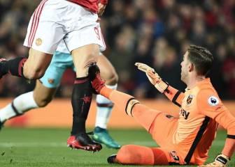 Ibra lo aguanta todo por el gol, marcó pese a la brutal patada