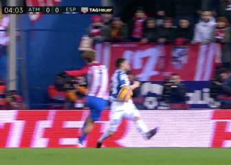 Posible penalti de Javi Fuego por mano en el minuto 4