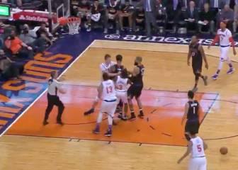 Tangana de Porzingis ante los Suns en un intenso partido