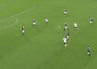 Balotelli y sus dos pases de cuchara que recordaron a Pirlo
