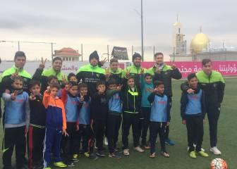 La alegre visita de plantel de Palestino a niños deRamallah
