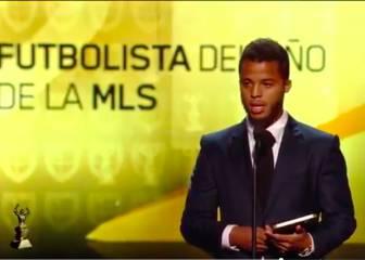 Gio Dos Santos recibió el premio a mejor jugador de la MLS 2016