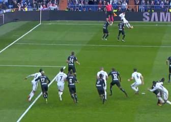 James regaló el gol a Casemiro: ¡parábola de 'Oliver y Benji'!