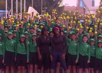 Williams sisters surprise Australian Open ball kids