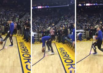 Curry se dispone a lanzar un córner y... ¡Klay le trollea!