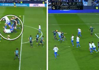 El Málaga pidió un penalti y fuera de juego en el 0-2 de la Real