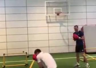 Bale se pasa al boxeo y deja KO al 'fisio': no te pierdas cómo...